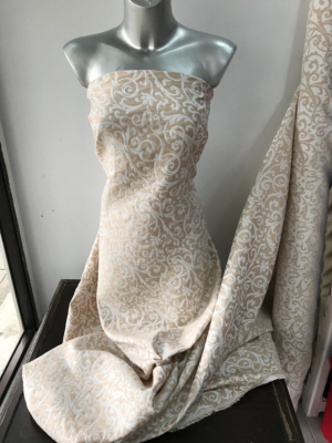 cotton Pique jacquard fabric floral Baroque design beige and white semi stiff shift dress formal summer suiting 140cm Italy