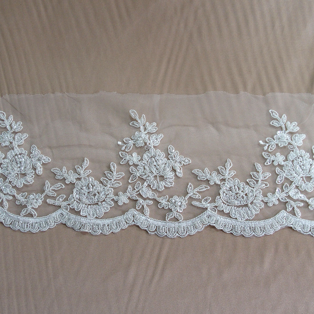 "3D Embroidered Corded Edging Motifs Trim 2 1//4 /""Width M Gold Red //Green"