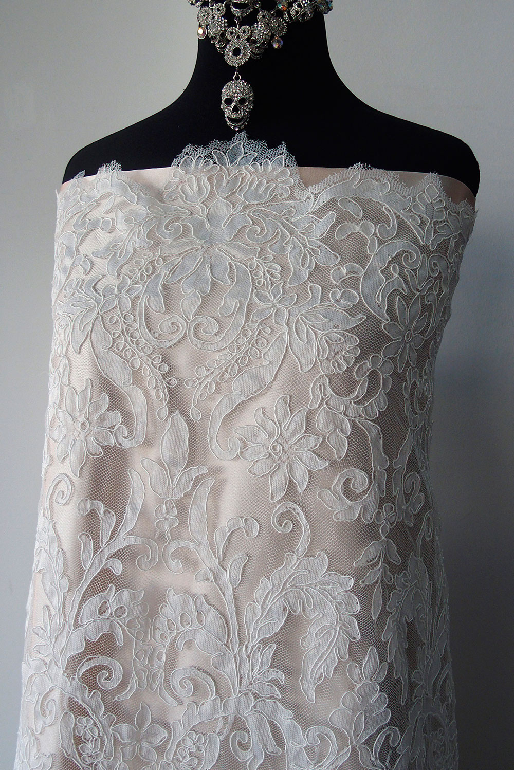 Ivory bridal lace fabric corded lace Alencon, scallop edging ...